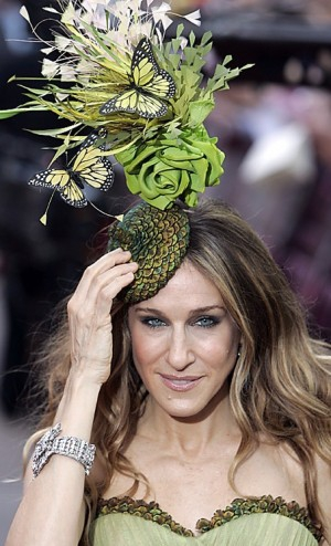 Sarah Jessica Parker, Sex in the City, English Traditions, Fascinator, Princess Beatrice of York, Extravagant hats, headdress, London Fashion Week