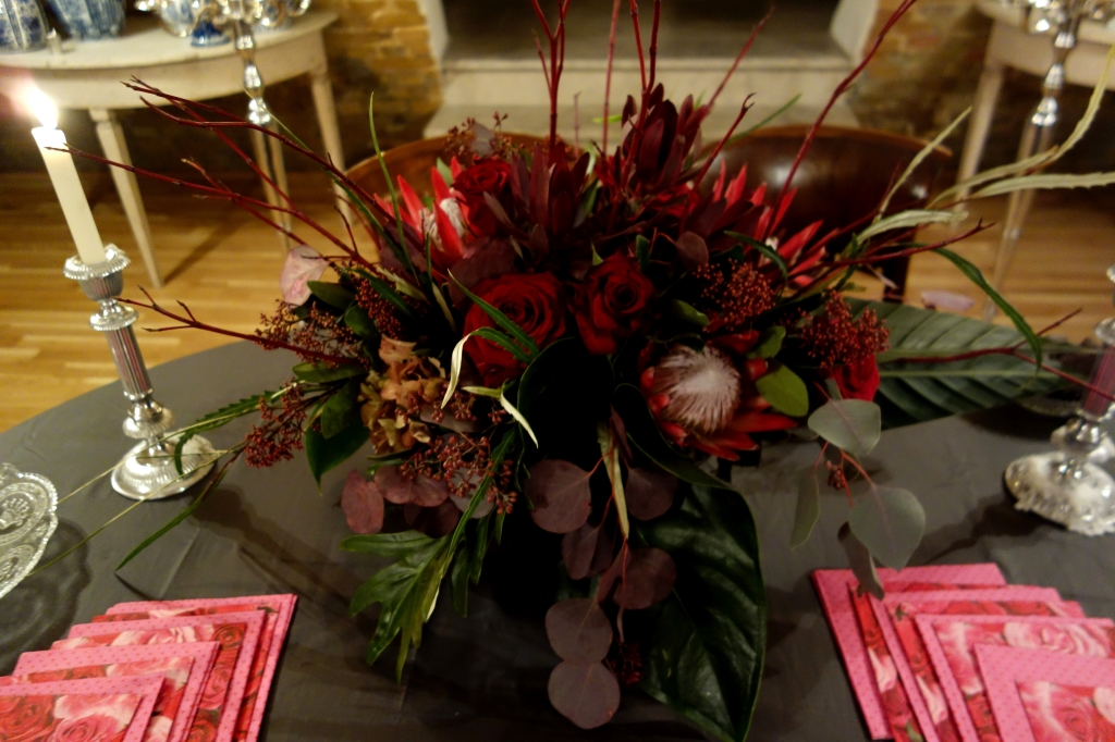 Setting a Thanksgiving Table, How to decorate a table, Festive Holiday decorating tips, Unique Centerpieces