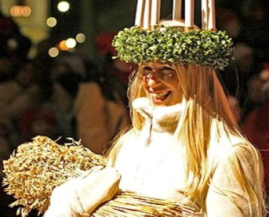 Saint Lucia Day, Sweden Christmas Traditions, International Holidays, December 13, Saint Lucia Buns, Winter Solstice, Swedish Traditions
