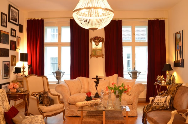 Decorating with Antiques, Chaise Lounge, Glamour, Linda Merrill, The Antiques Diva, Berlin Apartment, Andrew Skipper, Comfortable Glamour, Chic Style