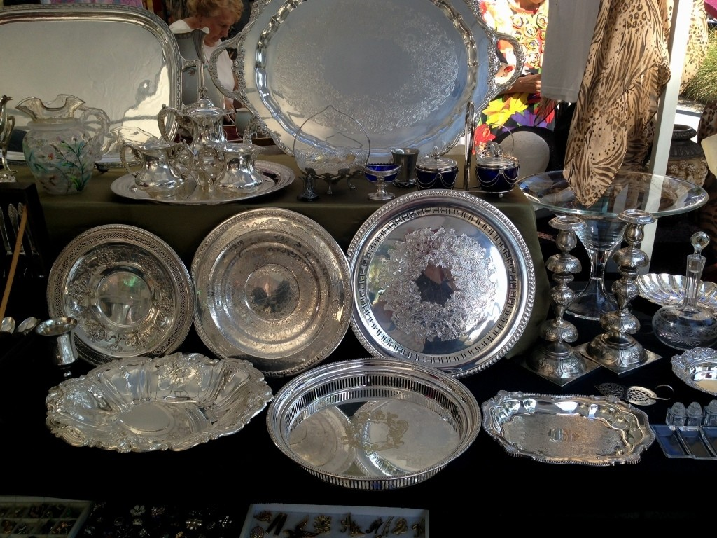 vintage flea market trays and serving pieces, Repurposing Flea Market Finds, Repurposing Vintage Trays, Decorating with Trays, Catherine Russell