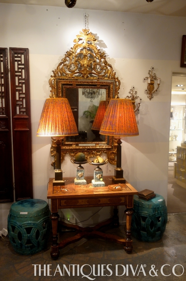 Decorating with antique mirrors the antiques divathe for Antiques decoration