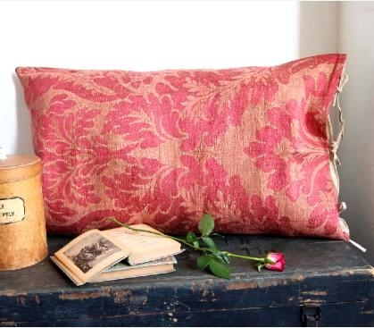 cuscino, Decorating tips, Decorating with Textiles, Antique Textiles, Antique Rugs, Decorating with Tapestries