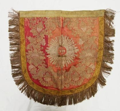 Decorating tips, Decorating with Textiles, Antique Textiles, Antique Rugs, Decorating with Tapestries