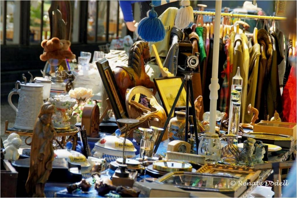 Buying antiques in Italy, Shopping in Tuscany, Antiques Diva Italy Tours, Flea Markets of Italy, Italian Travel Tips