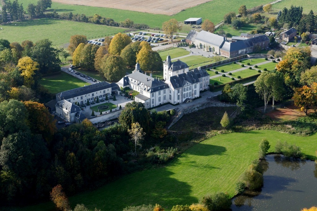Chateaux of Europe, Buying antiques in a Chateau, The Antiques Diva Tours, Chateau de Deulin, Buying tours of Belgium,  Belgian Antiques Dealers, Toma Clark Haines