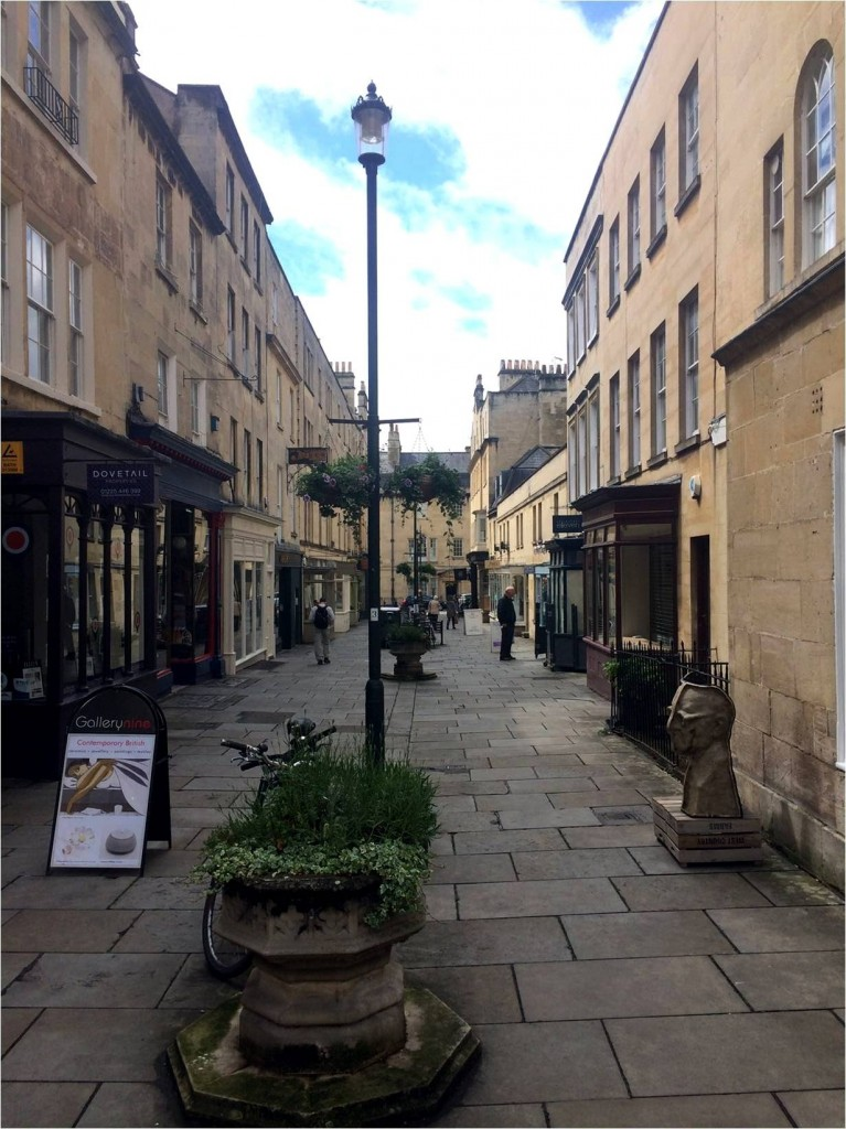 Gail McLeod, Antiques Diva, Buying antiques in England, What to do in Bath, Corsham, Tours in England