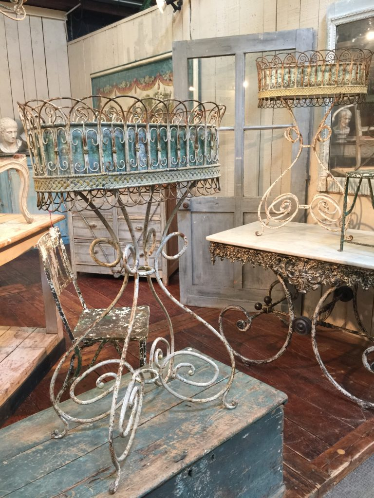 garden antiques on French countryside buying tours