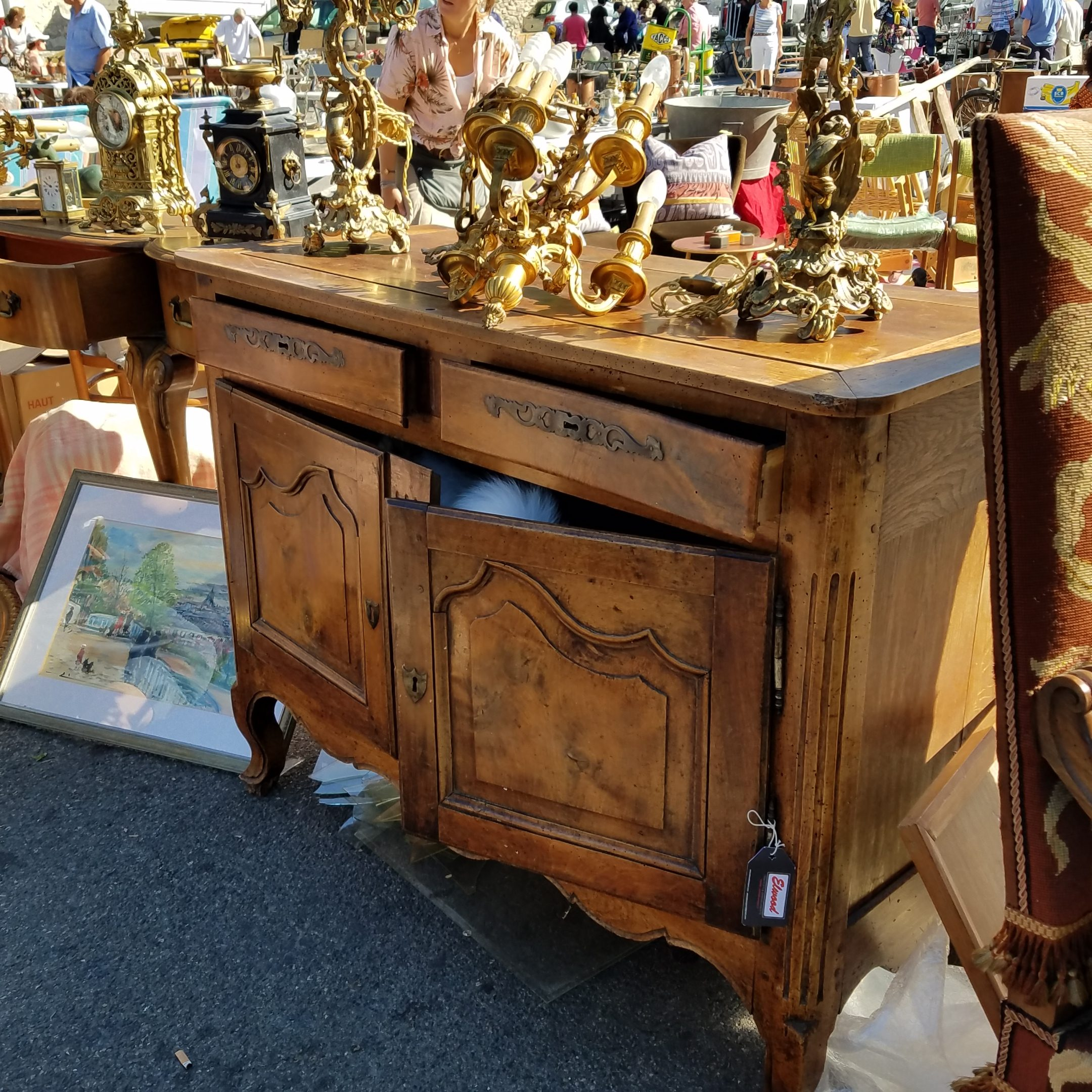 Lolo French Antiques.Shopping antique fair in Provence