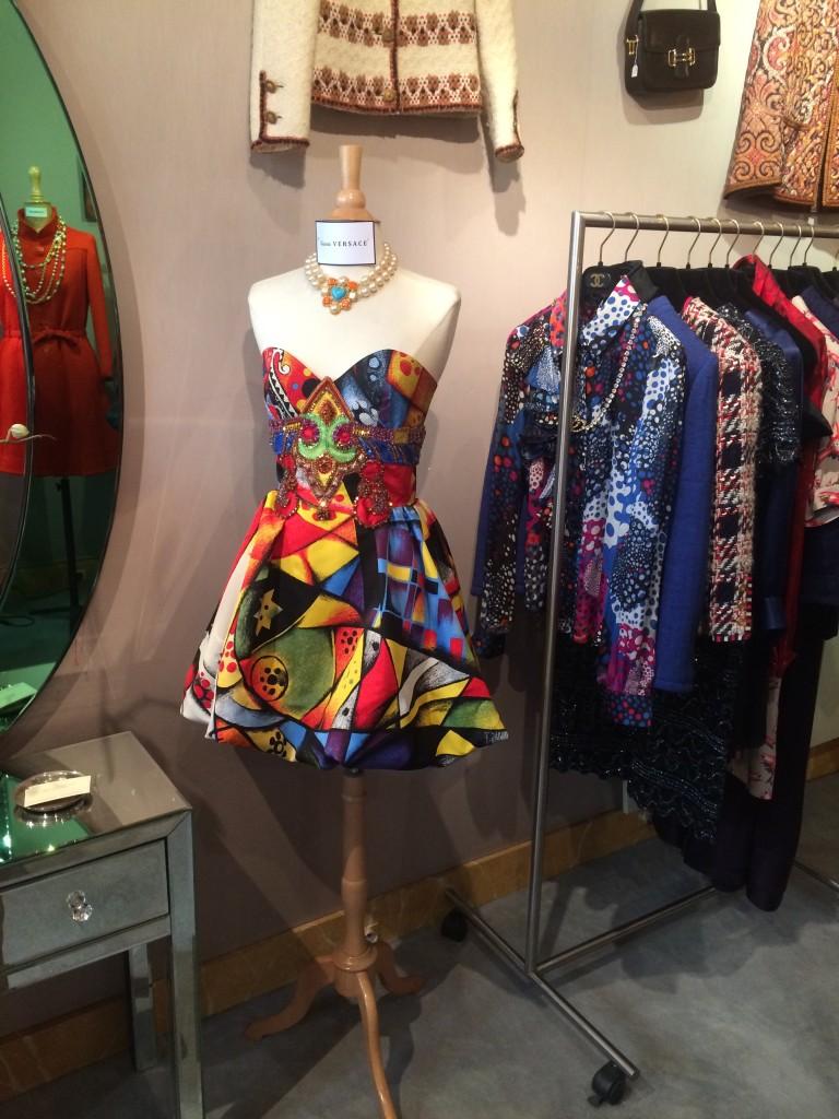 Vintage clothing in paris, paris antiques, antiques diva, Paris shopping
