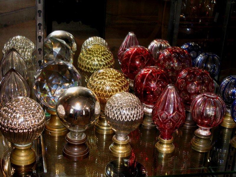 Paris antique shopping tips: Baccarat or Saint Louis, bould de rampe / boule d'escalier, Paris flea market shopping, Decorating tips