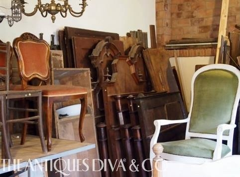 Buying antiques in Italy, Sourcing design elements in Italy, Little black book of Artisans and Skilled Craftsmen, The Antiques Diva & Co, Toma Clark Haines, Tuscan Diva Guide Susan, Shopping in Tuscany, Painted Pieces in Italy, Forged Ironworks in Tuscany, Italian Design,