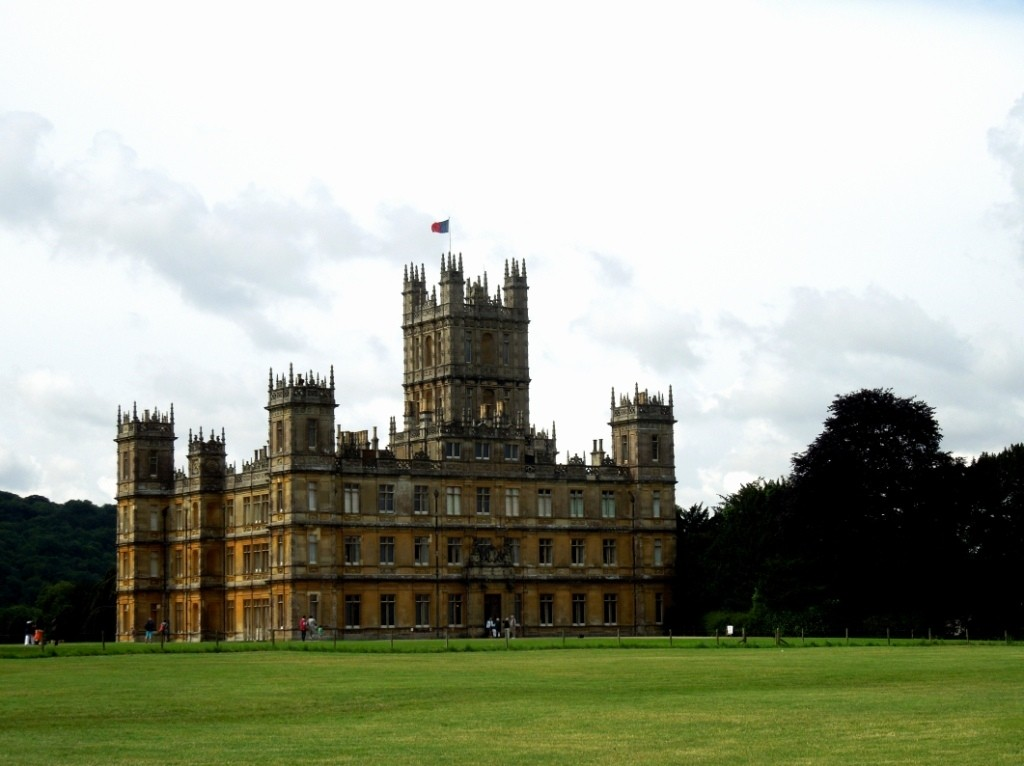 downton abbey, Decorating tips, Recreating English Country Style, Staffordshire Dog, vintage tea caddies, Antiques Diva Buying Tours, Sourcing antiques in Europe, Decorating English Libraries