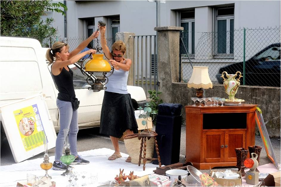 International Shipping, Using a courier to ship antiques home, Sourcing antiques in Europe, ParcelHero