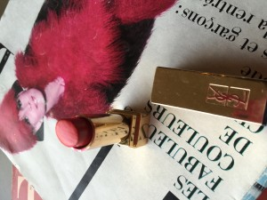 Staying Chic When Packing for Travel red lipstick