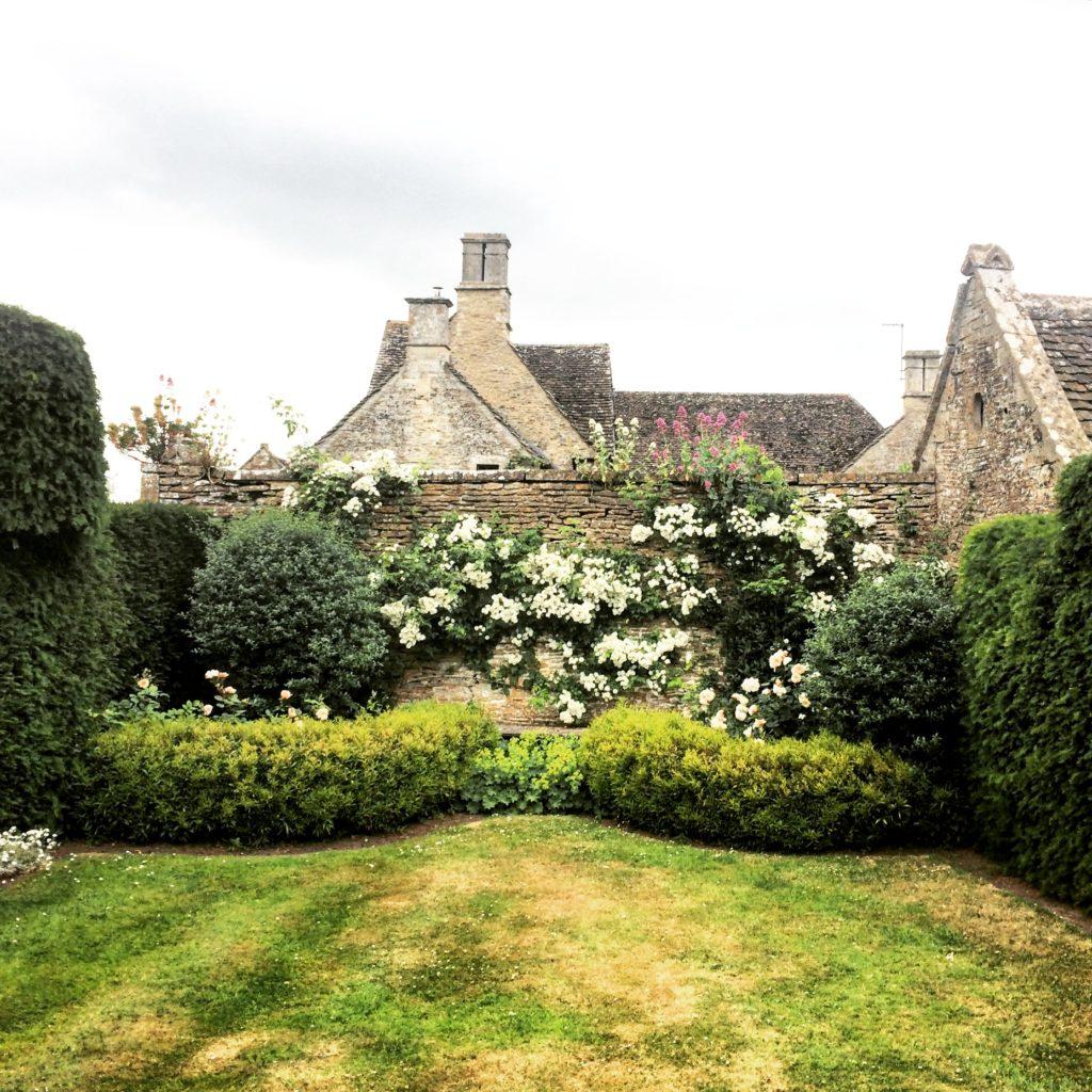 Garden Antiques in England-Climbing Roses
