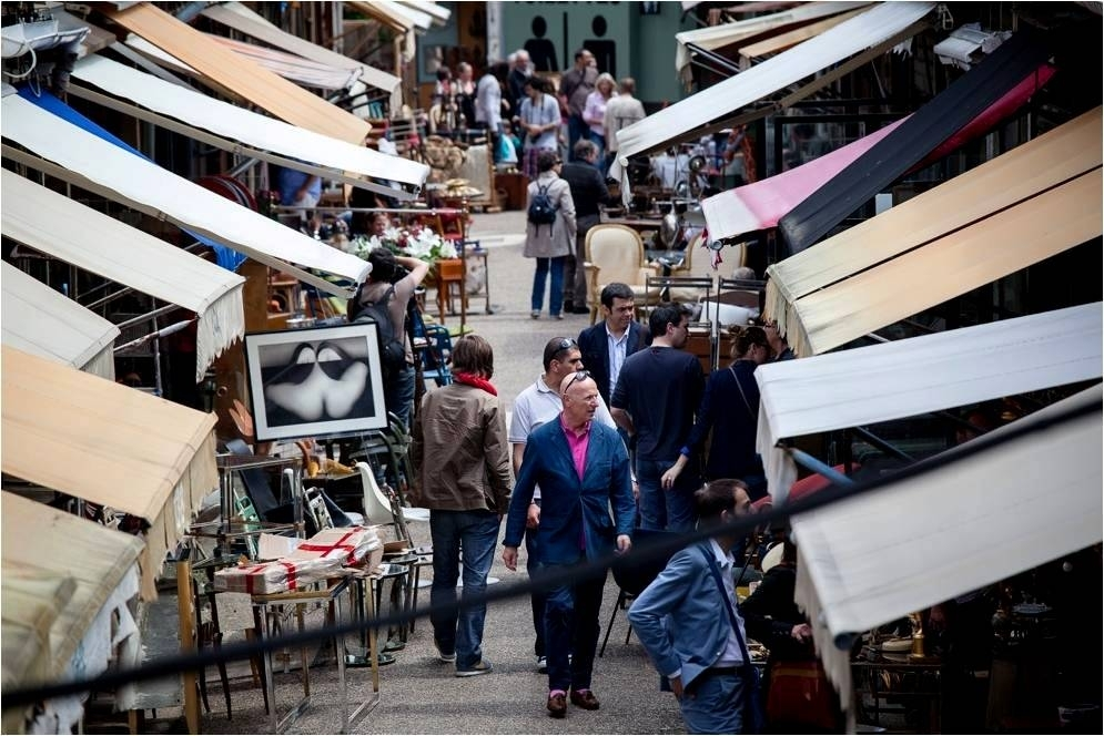 the narrow alleys of Paris Flea Market Paul Bert Serpette with The Antiques Diva & Co
