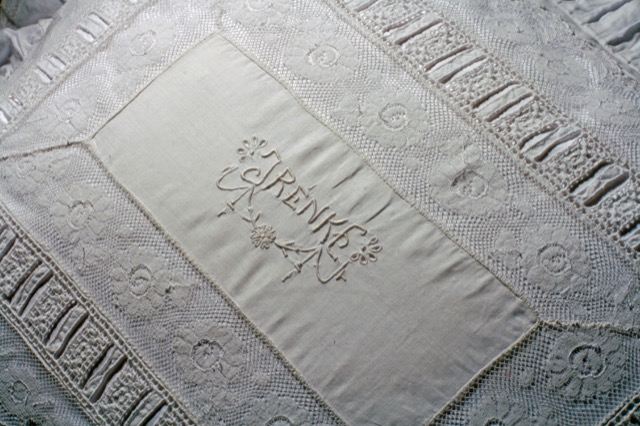 Trousseau Embroidery Barone from Pandora de Balthazár