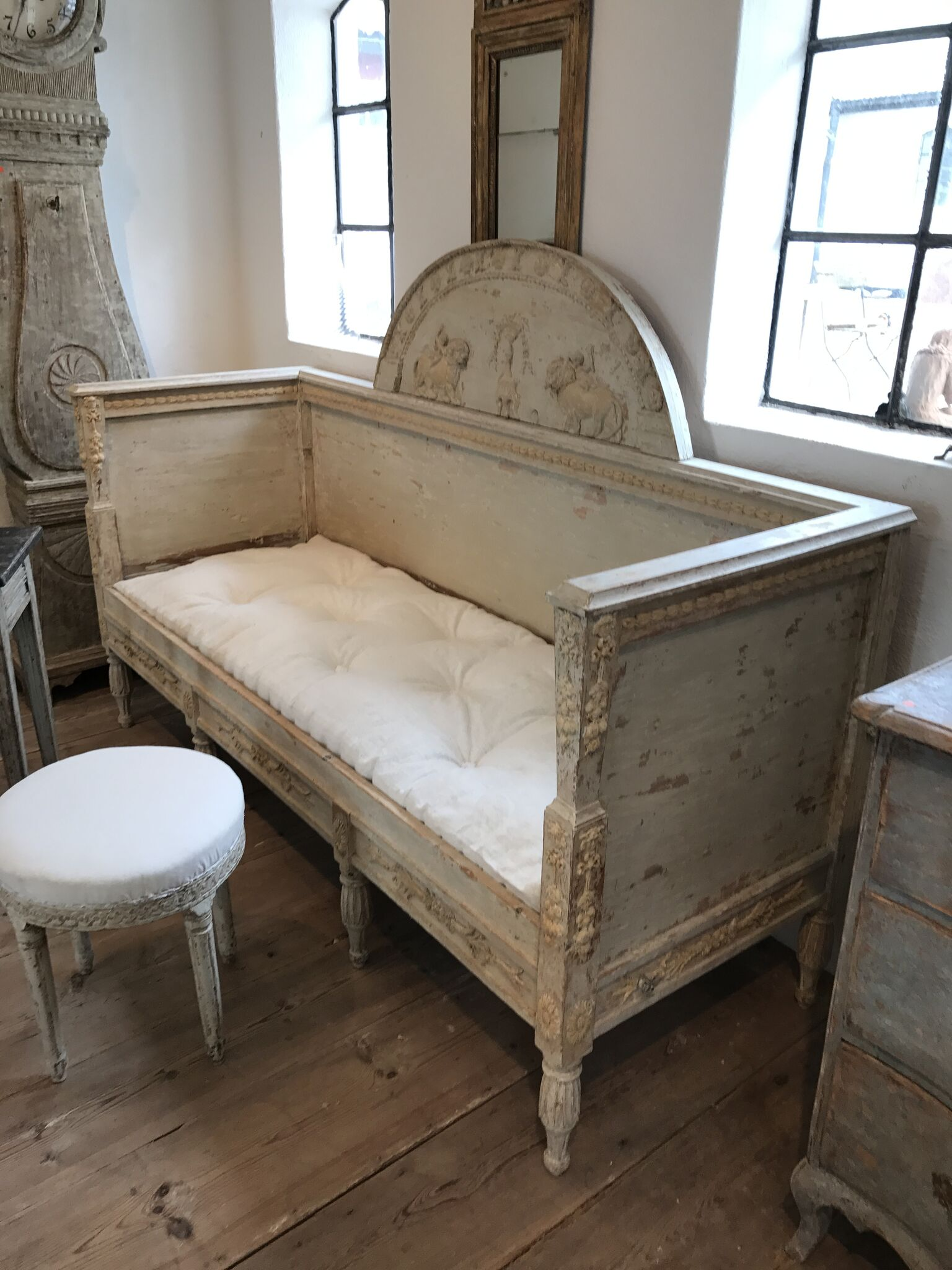 Antique Swedish daybed: Source Antiques Like the Pros- Why Sweden is HOT for Sourcing Antiques | Toma Clark Haines | The Antiques Diva & Co