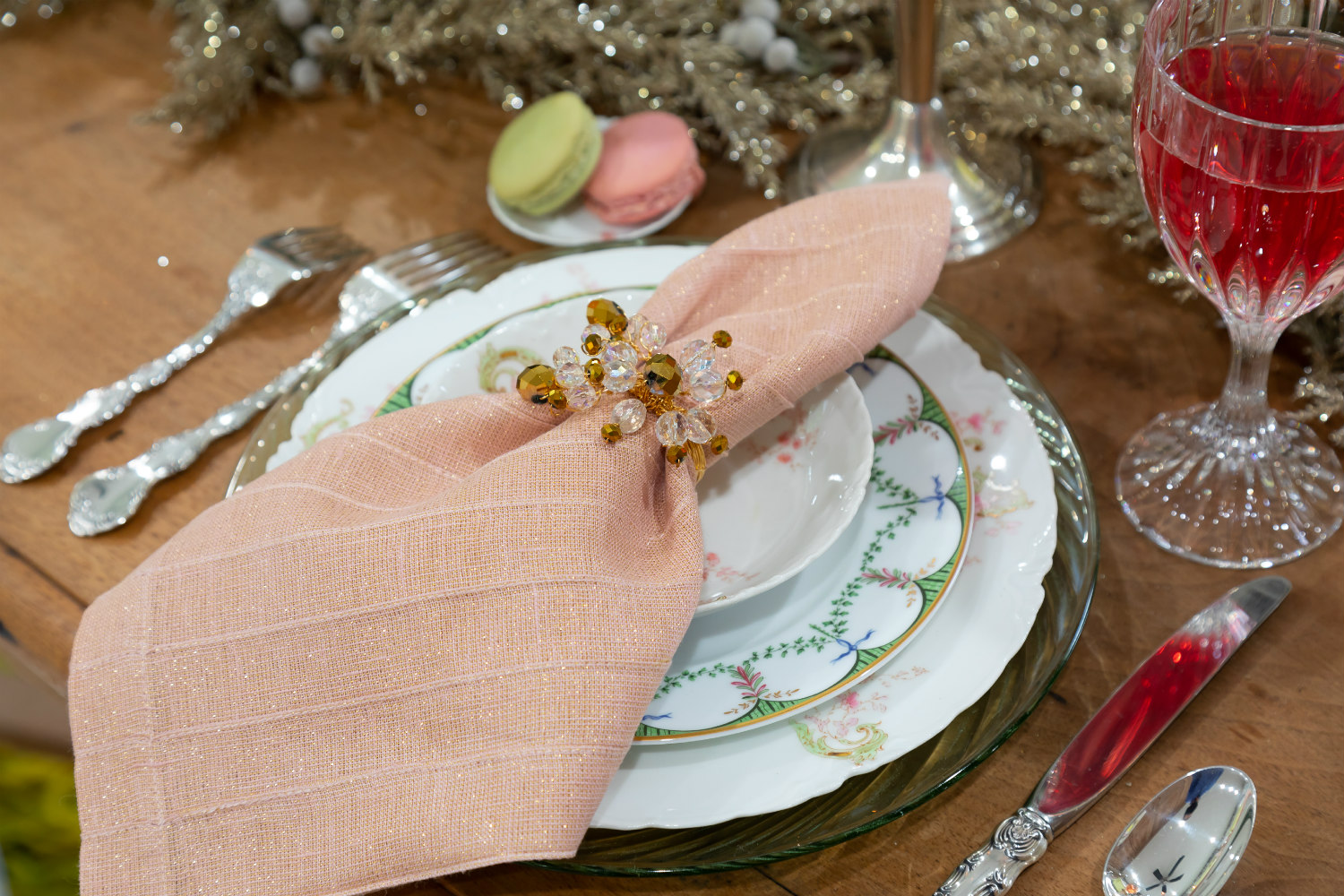 Lolo French Antiques | tablescape placesetting | The Antiques Diva & Co
